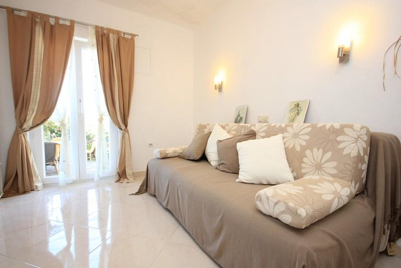 Donje Celo Apartment Sleeps 2 with Air Con - 5460428, holiday rental in Kolocep Island