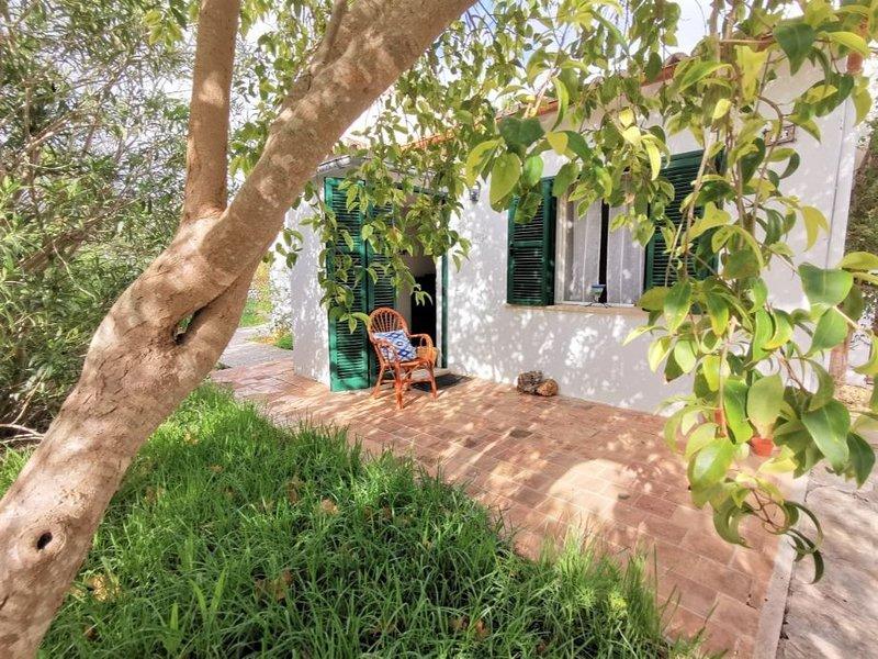 Casa Pepe para unas vacaciones tranquilos cerca del exclusiva Hotel Illa d´Or., aluguéis de temporada em Formentor