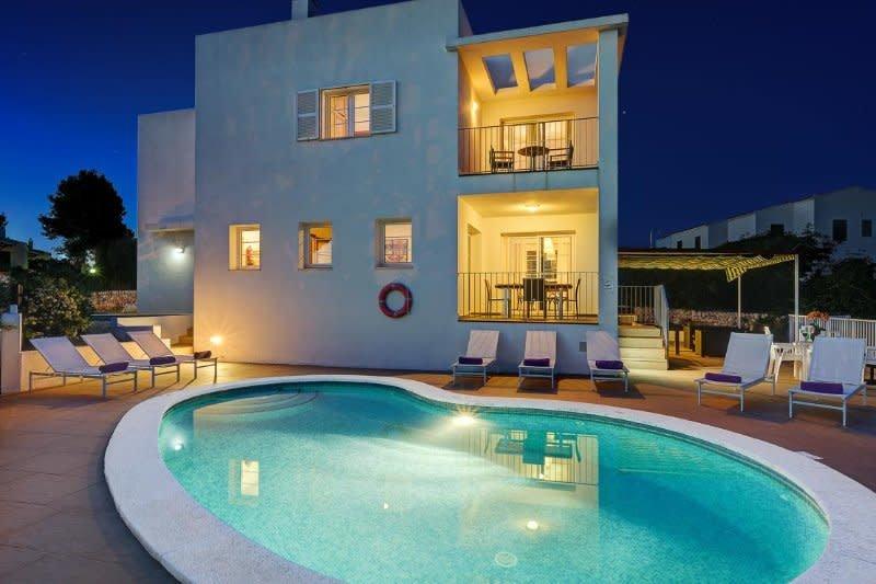 Villa Carolina ❤️ Sea views, free full aircon and wifi, private pool, holiday rental in Santo Tomas