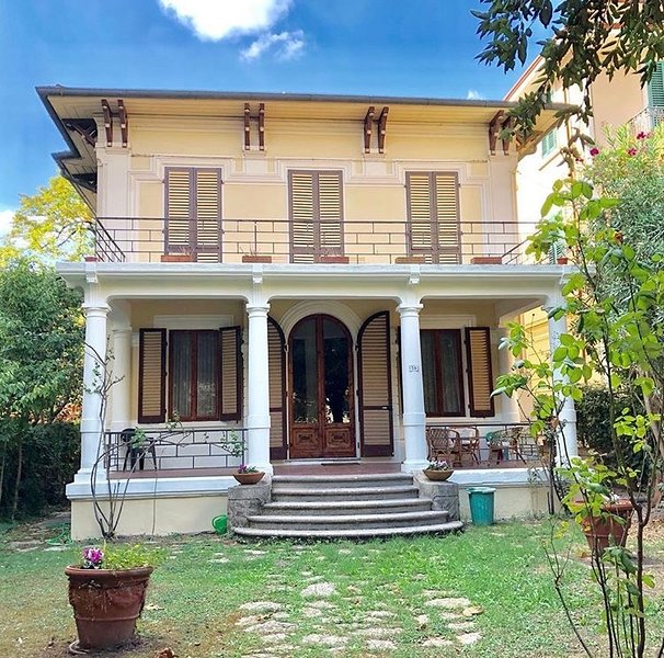 Intera villa a Montecatini Terme, holiday rental in Montecatini Terme
