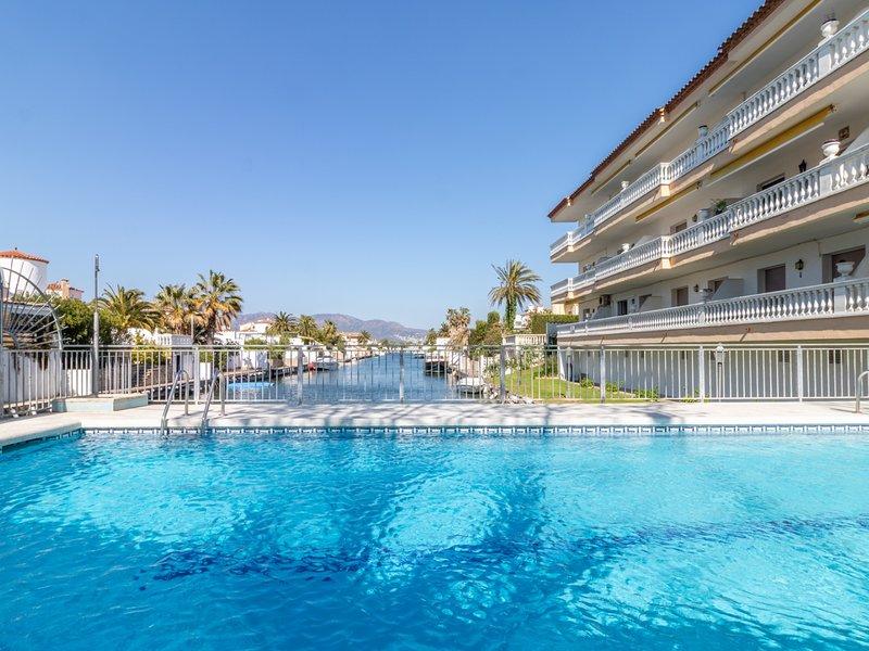 Apartamento con piscina, alquiler vacacional en Fortià