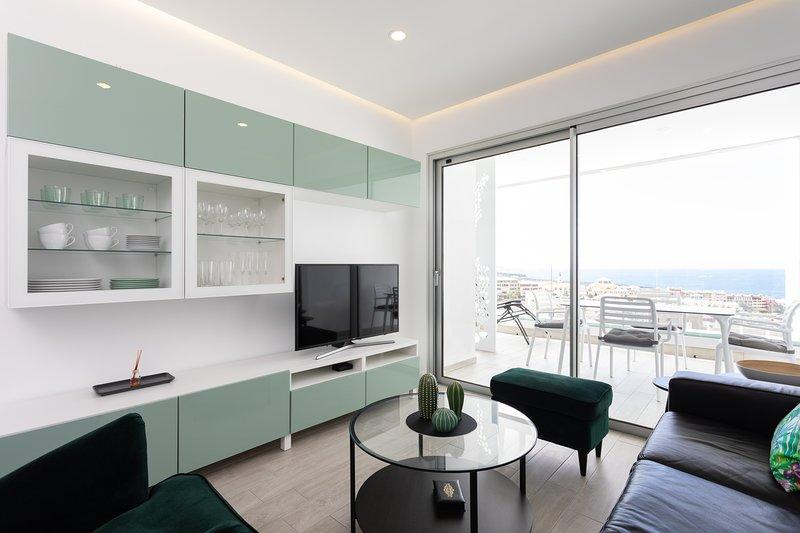 Beatiful top floor apartment with pool and see/mountain views in Ocean Garden, alquiler vacacional en Playa Paraíso