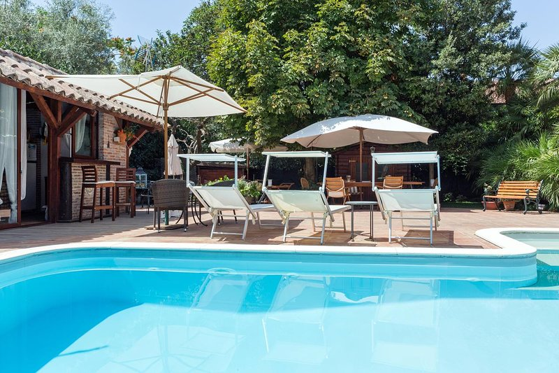 Apartment with swimming-pool, holiday rental in Ragalna