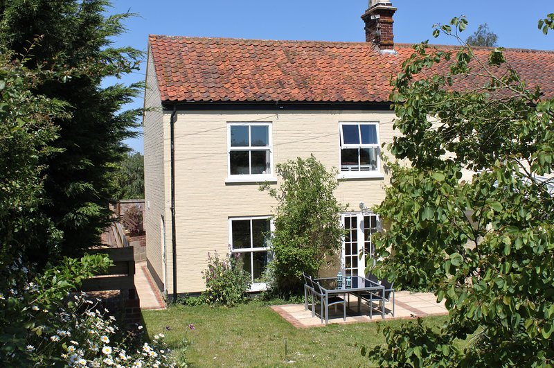The Lodge at Oxnead House, holiday rental in Thurton