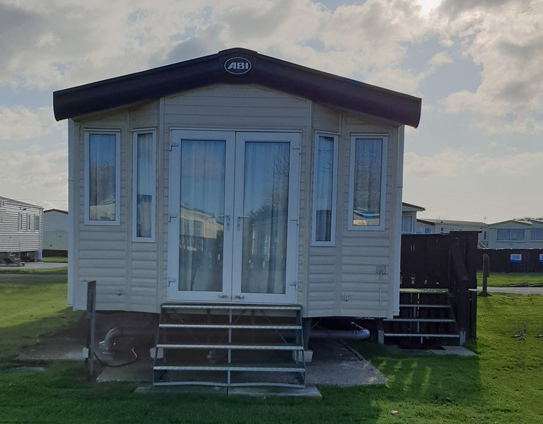 6 Berth 3 bed Caravan at West Sands Bunn Leisure, holiday rental in Bracklesham Bay