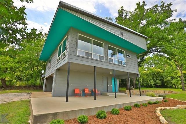 Mid-Century Modern Loft House in Charming Coleman  Change listing Preview listin, location de vacances à Coleman