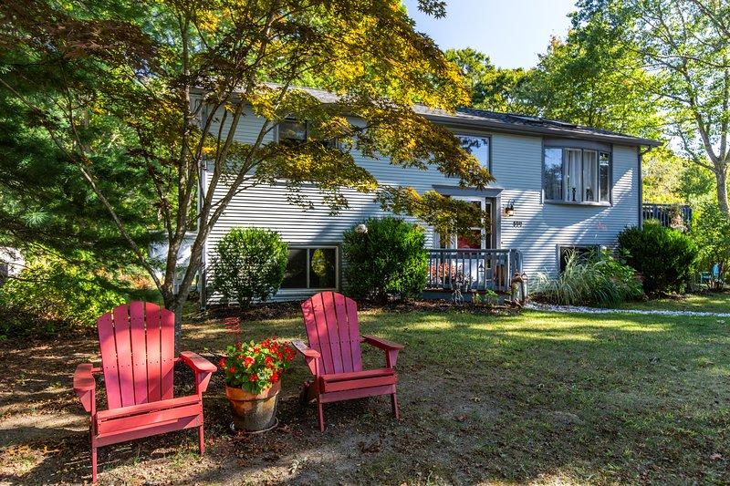 4BR, 2Bath Beach Home in desirable Ocean Ridge, near Green Hill Beach & more!, casa vacanza a Charlestown