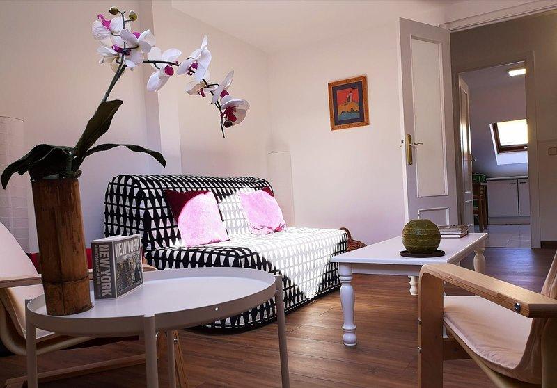 Apartamento amplio y luminoso en pleno casco histórico., holiday rental in Colmenarejo