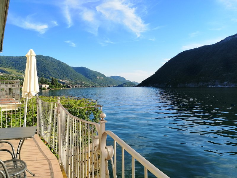 IseoLakeRental. - Anna apartment - Lake Iseo - waterfront, vacation rental in Sale Marasino