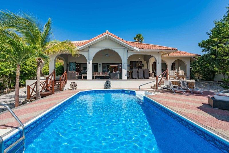 Villa Trupial is a family home with private pool under the Caribbean sun., location de vacances à Sint Jozefsdal