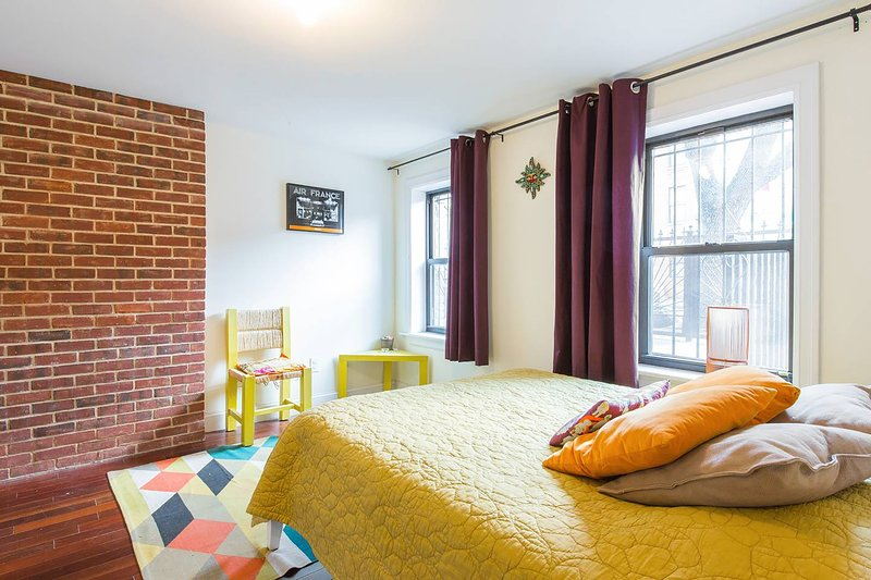 Super cozy 1 BR apt. on GF of private townhouse in Bed Stuy, holiday rental in West Stockholm
