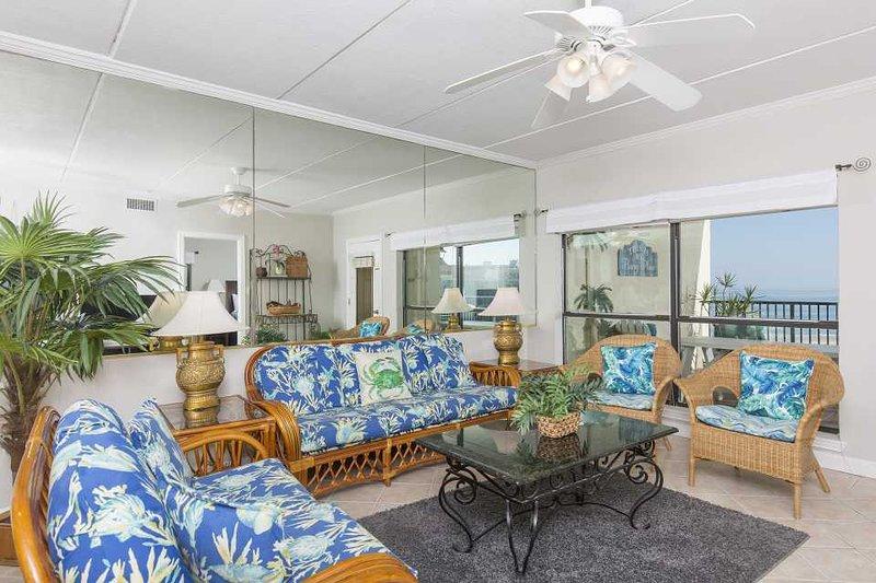 Nuestra sala de estar tiene vibraciones playeras de sobra: ven a disfrutar de las vibraciones y del sol. Reserve pronto!