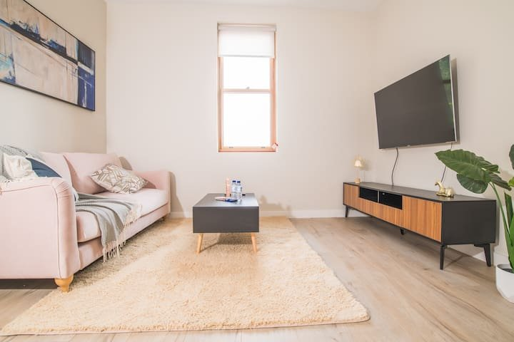 Fantastic location! 2 bed1bath home at Stanmore, holiday rental in Stanmore