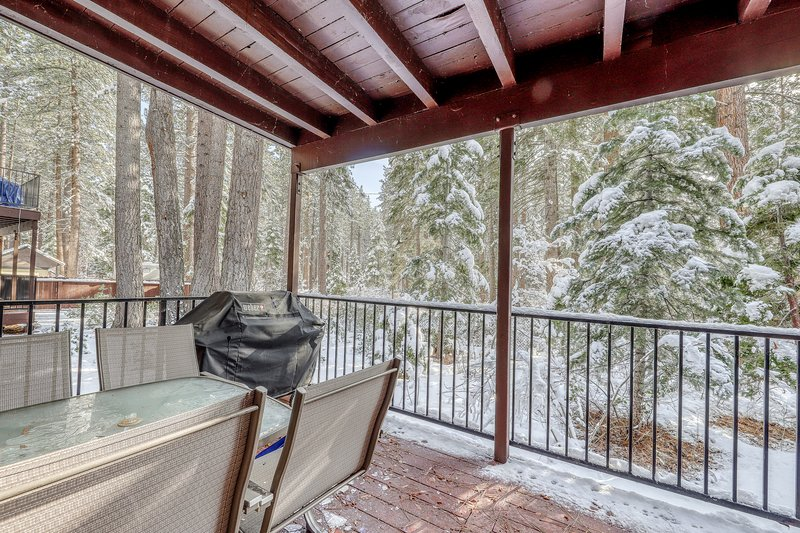 Charming condo close to beach, private grill, w/ hot tub and pool access! Chalet in Alpine Meadows