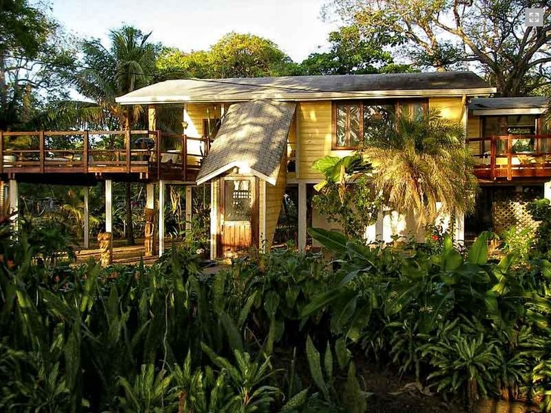 The Mango House Ocean View 1200SqFt 2 Bed on 6 Acre Gated Beachfront Property, Ferienwohnung in Sandy Bay