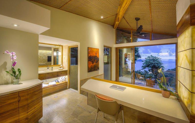 Villa La Isla - Manuel Antonio's Newest Luxury Villa (9 Bedroom), location de vacances à Parc national Manuel Antonio