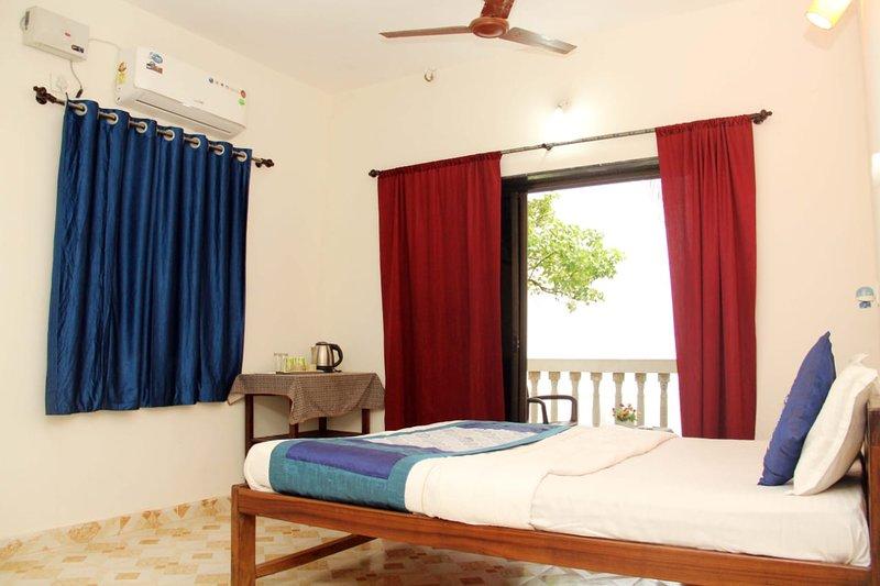 Ryan Villa - Ashvem beach Goa Sea View 1, holiday rental in Sawantwadi