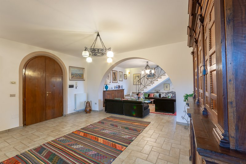 COUNTRY VILLA WITH BREATHTAKING VIEW, holiday rental in Quadro