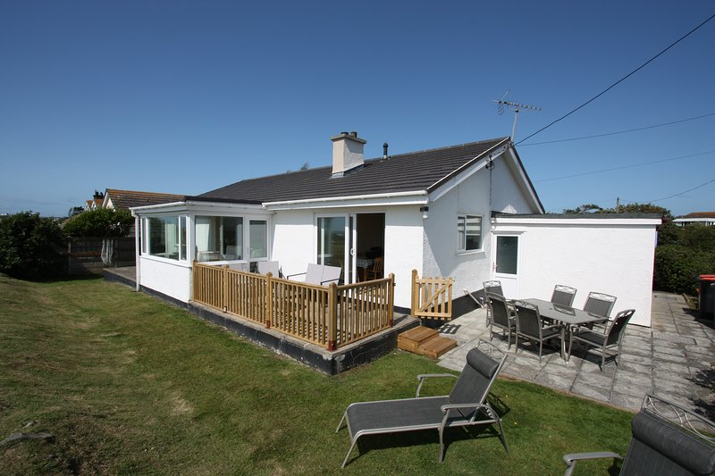 Plas Diwedd, Rhoscolyn, Anglesey - Spacious Cottage with Amazing Sea Views, alquiler vacacional en Isla de Anglesey