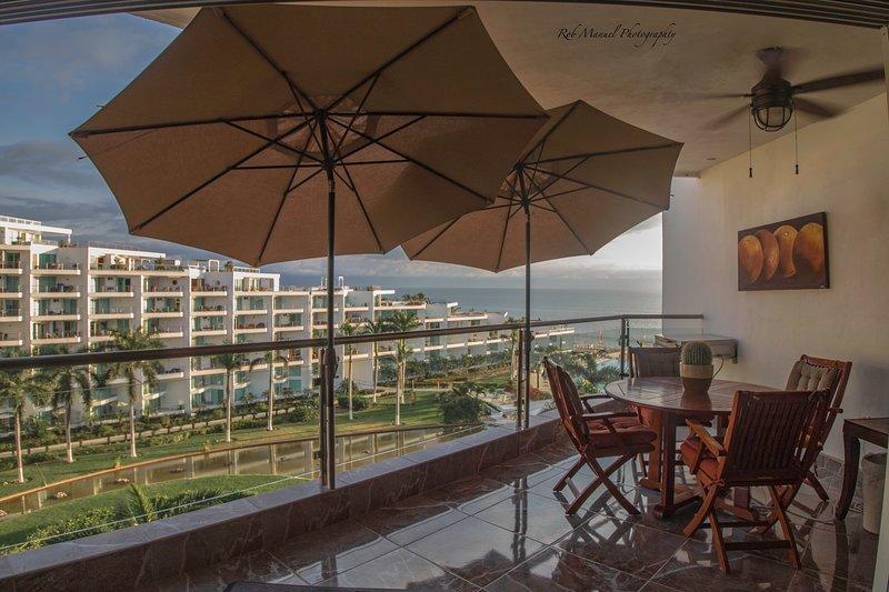 Beautiful 6th Floor Ocean View Condo With 2 Beds and 2 Baths, Luxury Remodel, alquiler de vacaciones en Flamingos