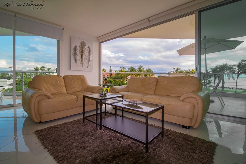 Luxury 3 Bedroom Condo Fresh Modern Design 2 Units In From The Ocean Front, vacation rental in Nuevo Vallarta