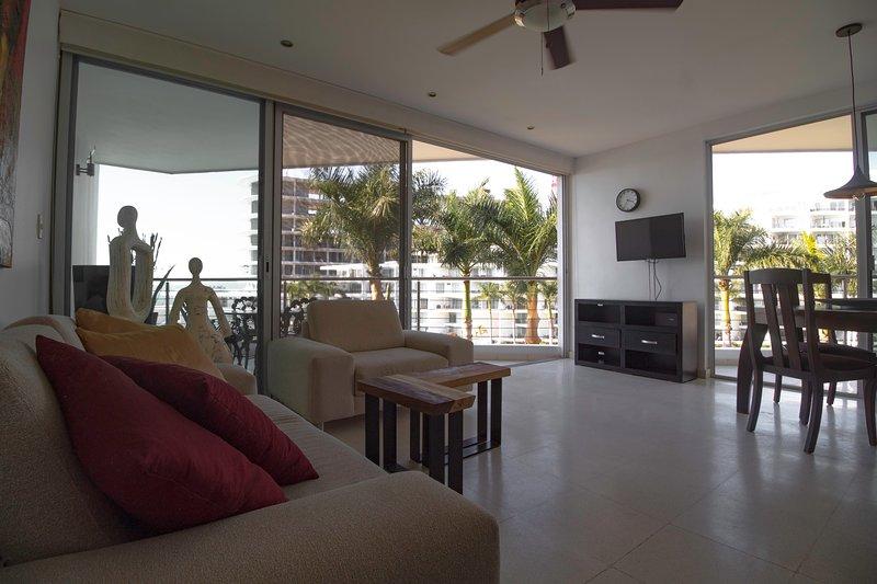 Ocean Pool Front View 2 Bedroom 2 Bathroom Condo Modern Renovation, vacation rental in Nuevo Vallarta