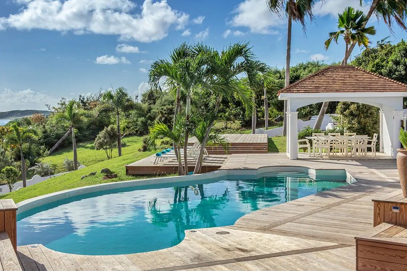 Villa Beauvoir...4+ BR Villa Overlooking Orient Bay, Perfect For Large Families!, vacation rental in Saint-Martin