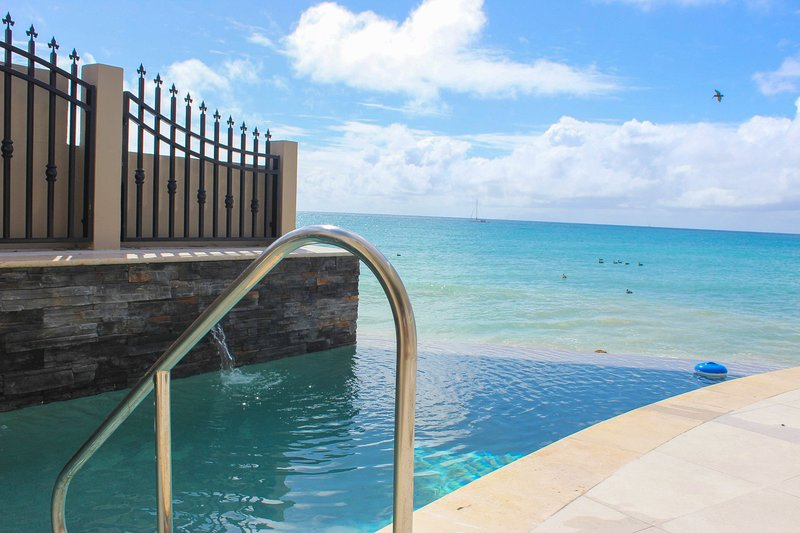 FAJA LOBIE... 3 BR Offers Great rates for a beachfront villa, holiday rental in Simpson Bay