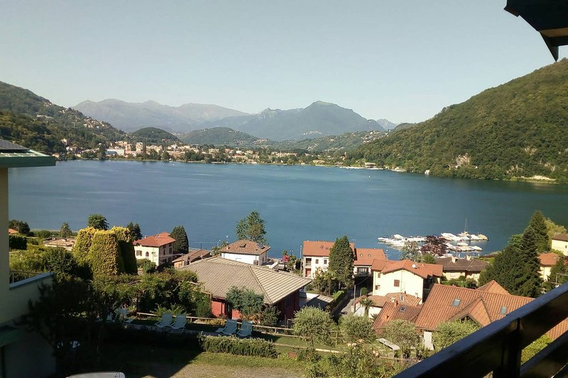 Nice apartment with garden & Wifi, holiday rental in Ponte Tresa