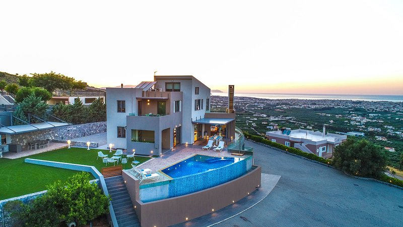 Panthea Seaview Villa With Heated Pool, Nerokourou Chania, holiday rental in Mournies