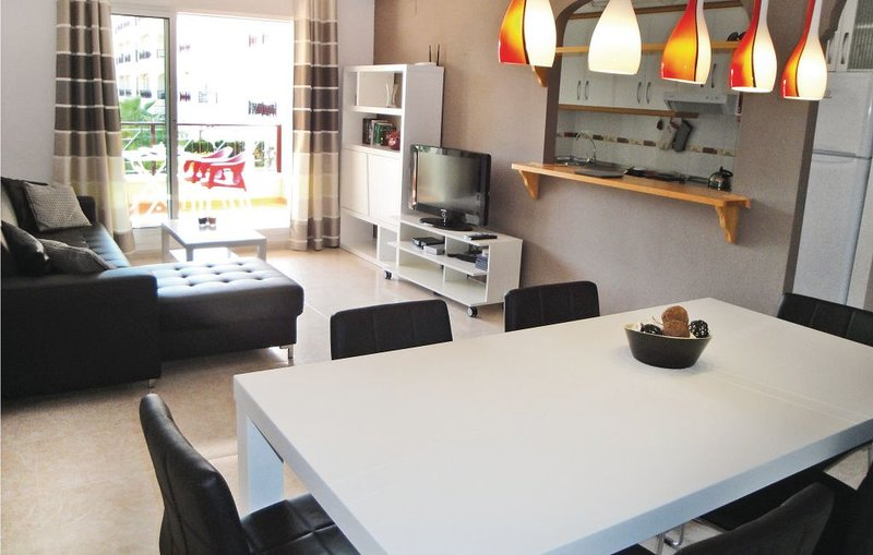 Apartment with shared pool, holiday rental in Los Dolses