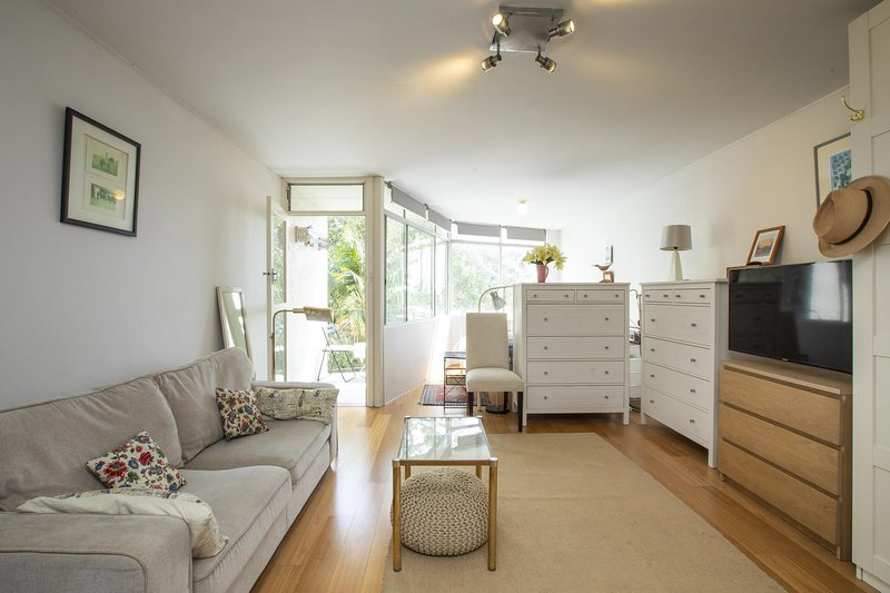 Sunlit studio in the trees, walk to the beach, holiday rental in Waverley