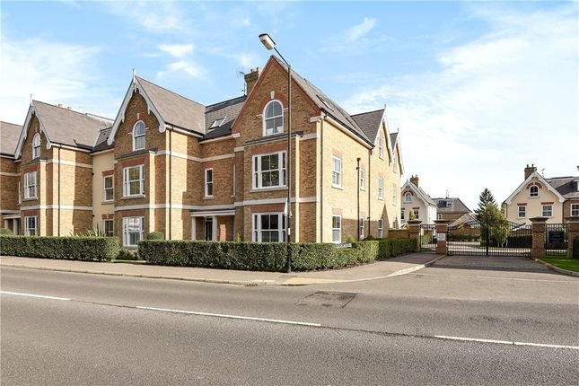 Modern 1 bed flat in central Windsor with gated parking, casa vacanza a Ascot