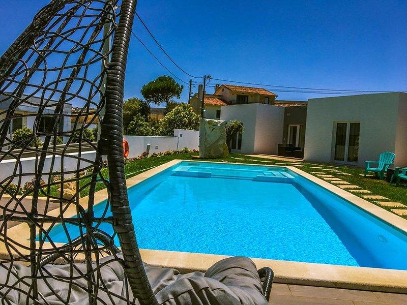 Amazing house with shared pool, location de vacances à Lourinha