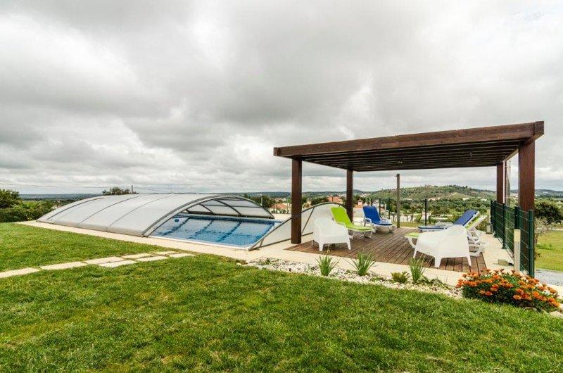 Big villa with swimming-pool & Wifi, holiday rental in Vendas Novas