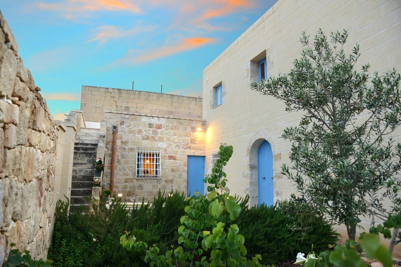 Four Winds Holiday Farmhouse, vacation rental in Qrendi