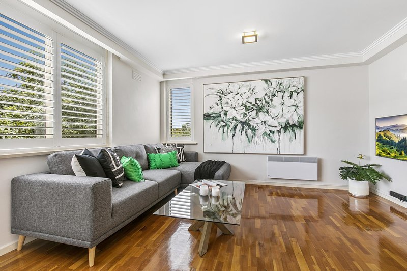 Oversized Apartment Close to City, Parks, MCG, holiday rental in South Yarra