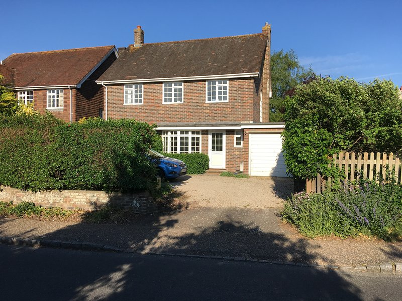 Sunny Rural Village Home Sleeps 4/5 by Goodwood, holiday rental in Slindon