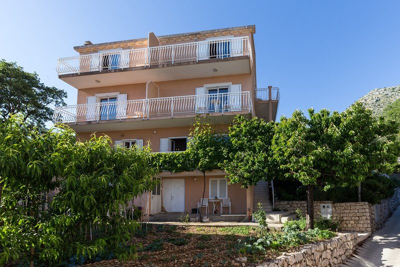 Villa Dubravka - Superior Studio Apartment with Balcony and Sea View, holiday rental in Plat