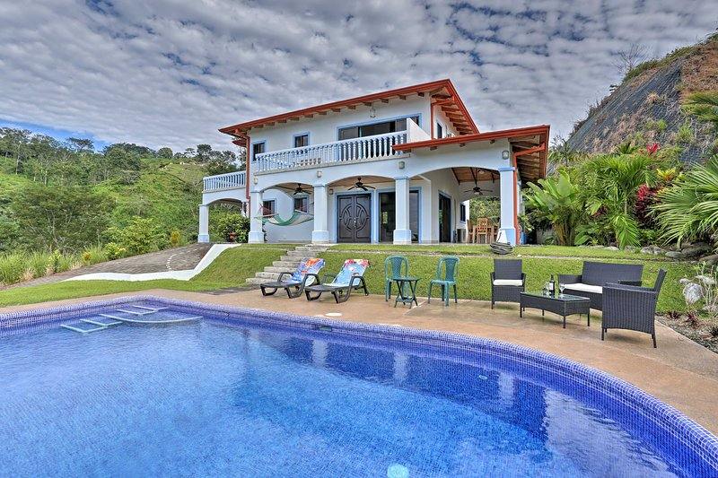 Upscale Villa: Tropical Views & Outdoor Paradise!, holiday rental in San Buena