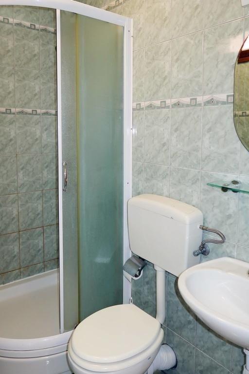 A3 (5): badkamer met toilet