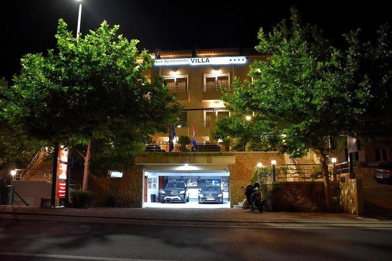 Tucepi Apartment Sleeps 4 with Air Con - 5825071, aluguéis de temporada em Marasi