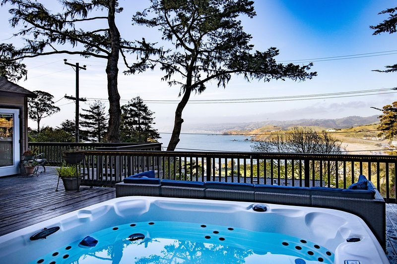 * Marbella Lane - Pedro Point | HotTub + Ldry + P, holiday rental in Moss Beach