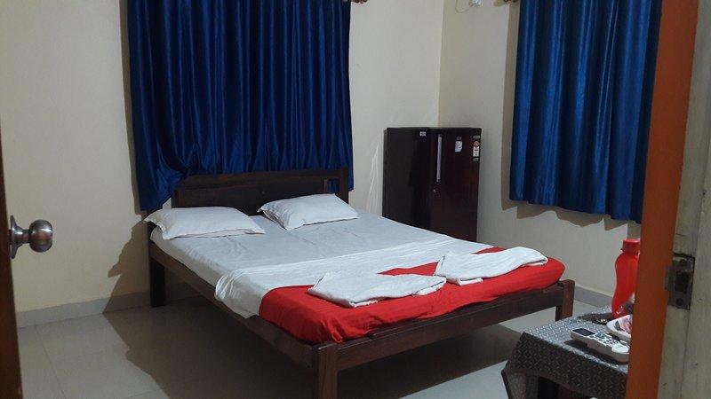 Ryan Villa – Ashvem beach, Ground floor Sea View, vacation rental in Sawantwadi