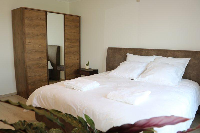 Best-case scenario for expats., holiday rental in Sint-Gillis-Waas