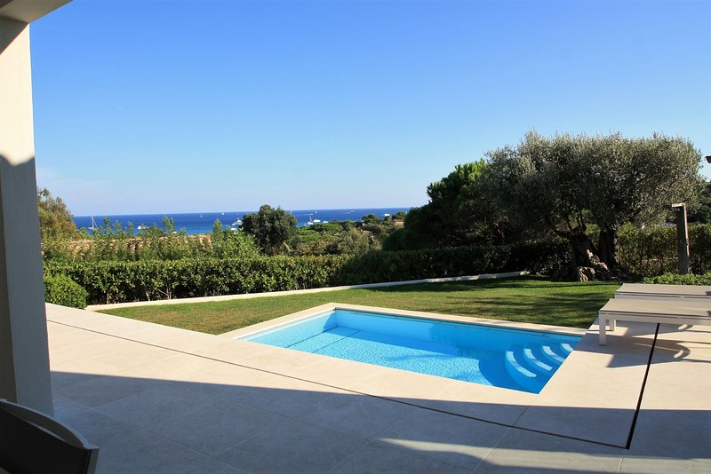 Modern six bed Villa with Pool and Sea View close to Pampelonne Beach, holiday rental in Ramatuelle