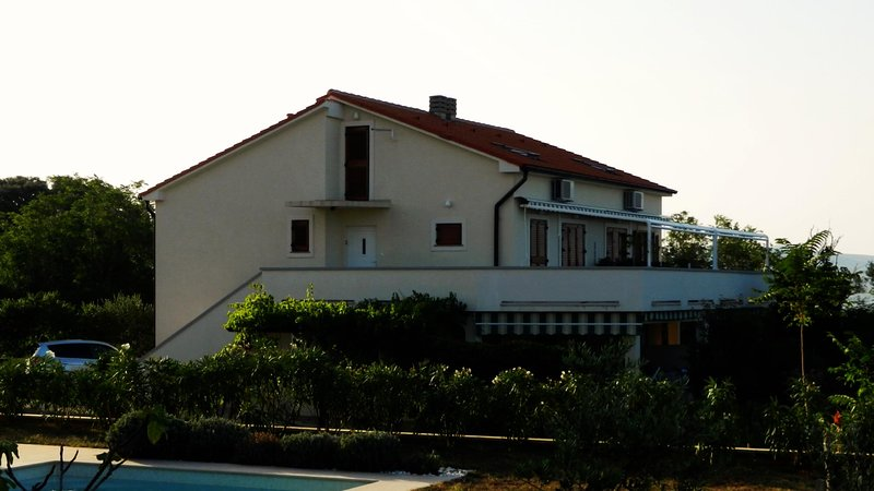 Panorama 67m2+terrace 30m2. Closest apartment to Zrce in the quiet part of Gajac, holiday rental in Gajac
