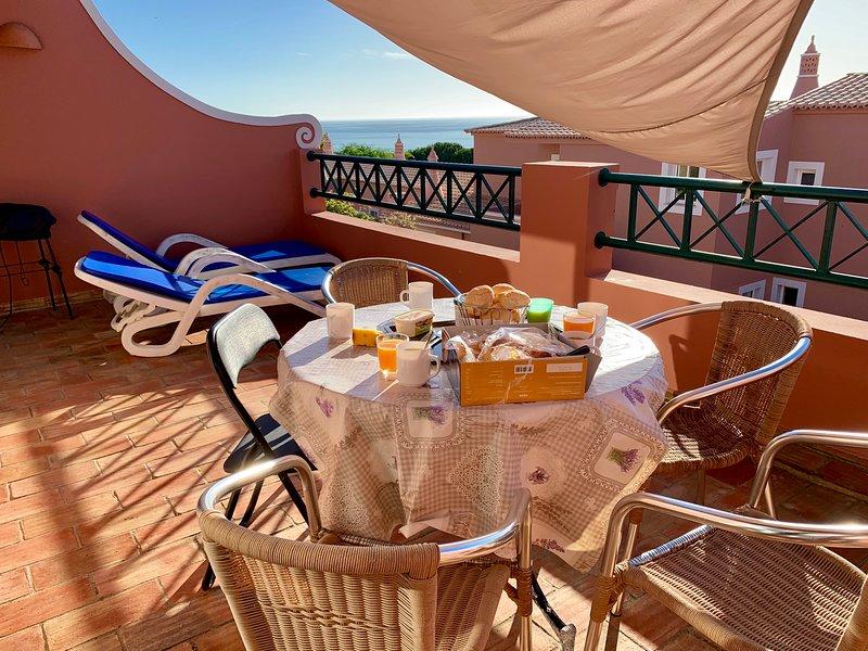 Luz sea view maison 2 chambres à praia da luz vue mer, aluguéis de temporada em Luz