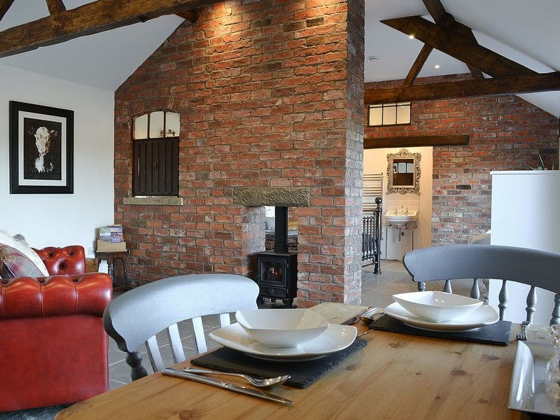 Sunset Barn - UK12855, holiday rental in Slingsby
