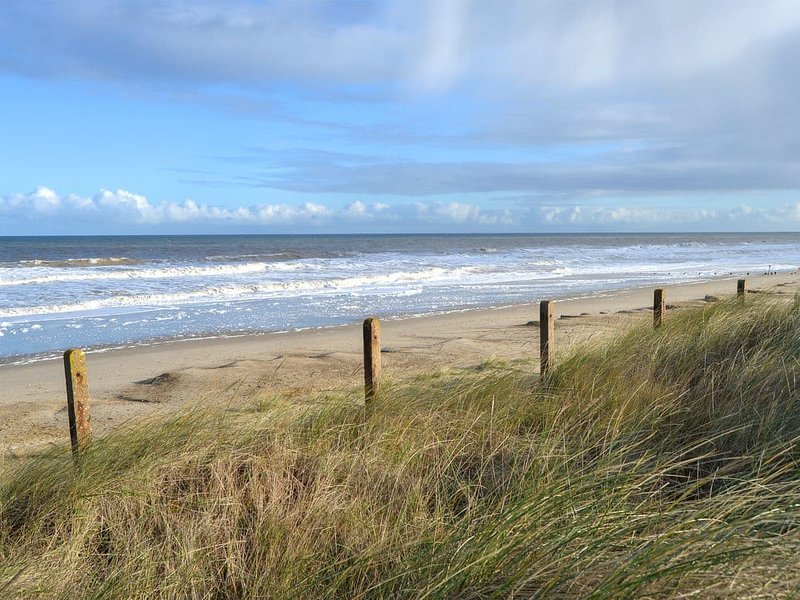 Beach Therapy - UK13365, holiday rental in Bacton